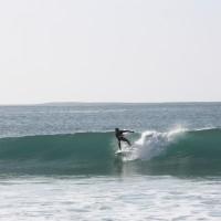 eau turquoise et vent offshore: surf camp portugal