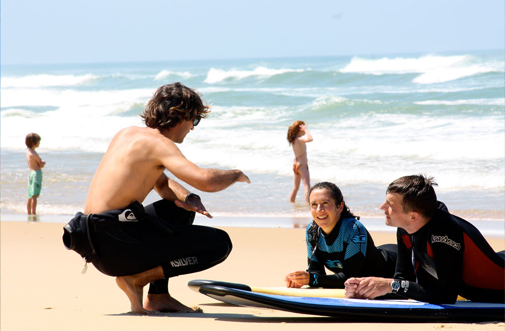 Manu professeur au sein de l'école de surf escf au cap ferret sur le bassin d'arcachon