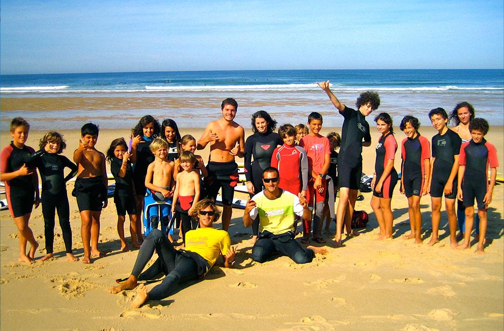 groupe d'élève de l'école de surf du cap ferret