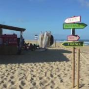 Montage de la cabane de l'école de surf au Cap Ferret
